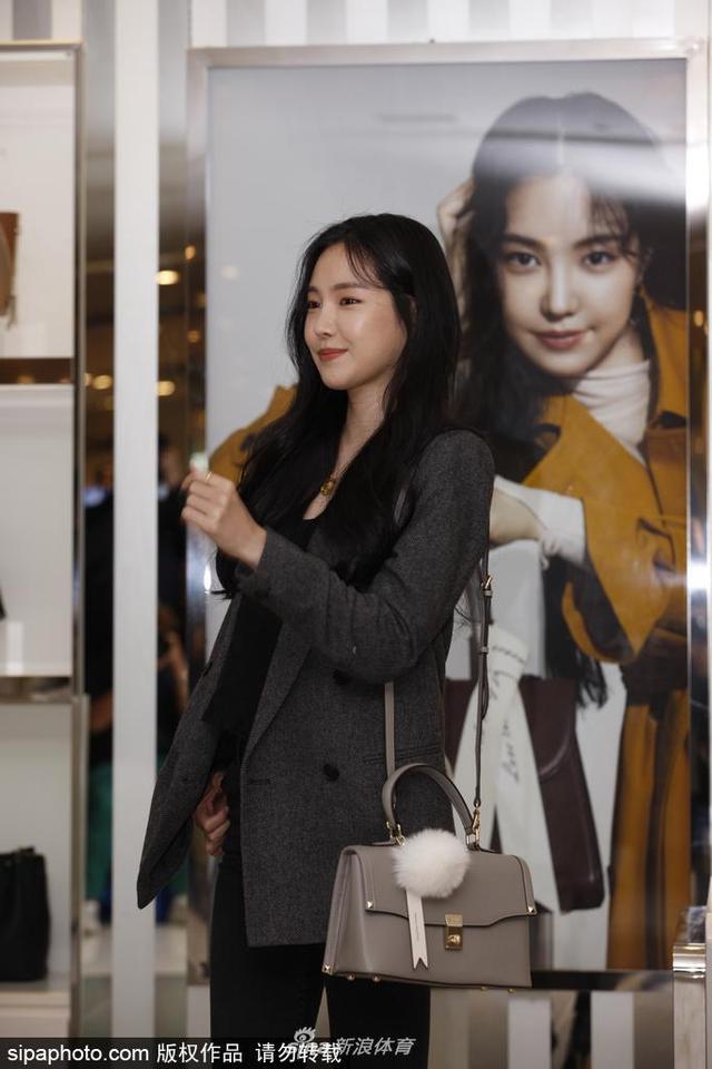 当地时间2018年10月10日,韩国首尔,女星孙娜恩出席某品牌活动。