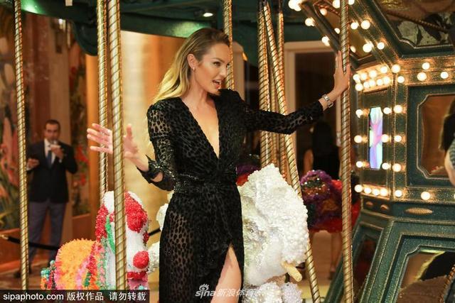 2018年12月6日消息,美国,超模坎蒂丝·斯瓦内普尔(Candice Swanepoel)出席品牌活动。