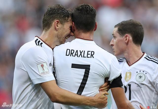 北京时间6月19日23时,联合会杯B组首轮第2场在索契展开较量,德国3比2击败澳大利亚。施廷德尔和戈雷茨卡打进国家队处子球,队长德拉克斯勒点球得分,替补前锋韦尔纳中柱。澳大利亚中场罗吉奇和前锋尤里奇破门。