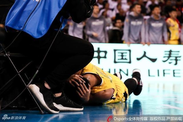 2017-2018赛季CBA联赛第26轮:北京首钢vs北京北控 贺希宁受伤丁伟不满判罚与裁判理论