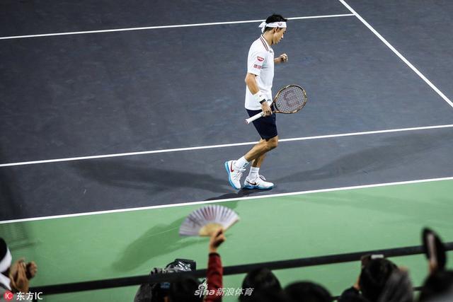 北京时间10月11日,上海劳力士大师赛,锦织圭7-6(7)/6-4击败了奎雷伊,晋级八强。