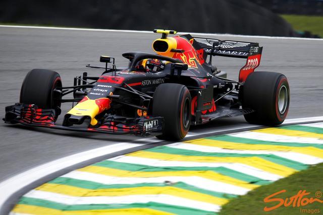 11月9日,2018F1巴西站在圣保罗的英特拉格斯赛道开启。图为周五第一次练习赛。
