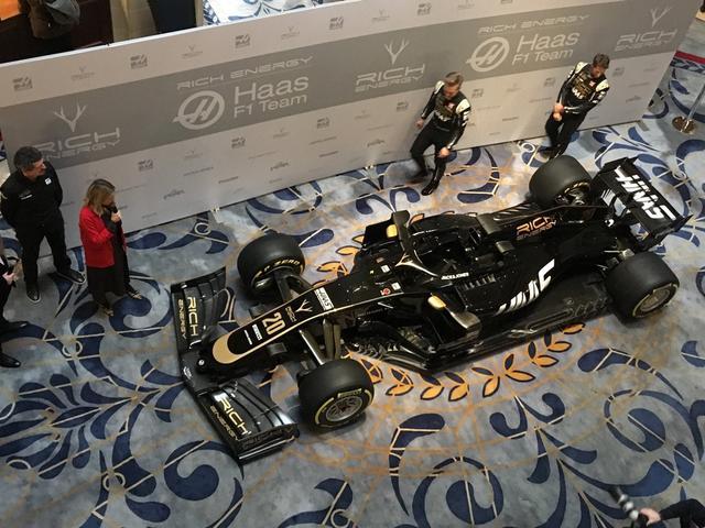 2月8日,F1哈斯车队率先发布了2019赛季涂装。