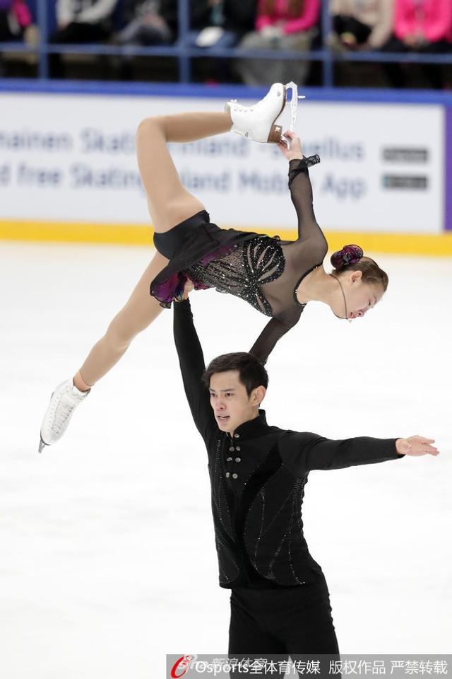 北京时间10月7日,在芬兰杯花滑赛双人滑比赛中,中国组合彭程/金杨夺冠。自由滑,他们倾情演绎了《梁祝》。