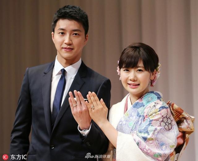 12月5日,江宏杰在微博上宣布老婆福原爱怀二胎,并表示她已怀孕6个月,比完赛就回家陪老婆,真是甜翻众人。网友:简直现实版恶作剧之吻!