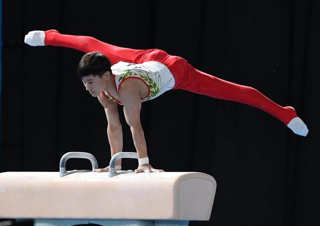 10月11日,在阿根廷布宜诺斯艾利斯举行的第三届夏季青年奥林匹克运动会体操男子个人全能比赛中,日本选手北园丈琉以82.298分的总成绩获得冠军。新华社记者李俊东摄