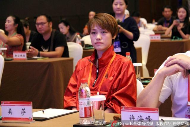 2018年7月12日,刘翔妻子、亚洲女子撑杆跳冠军吴莎回家乡安徽芜湖,获选第五届中国汽车(房车)露营大会形象大使。现场她身穿一套红色运动装,身材高挑显得特别有精神。吴莎,虽然是运动员出身,但作为江南水乡的女子,她长相俊俏,一看就充满阳光正能量。