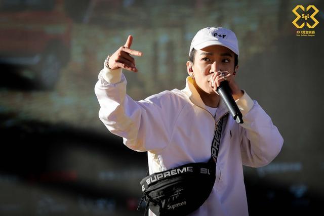 10月9日,3X3黄金联赛全国总决赛,嘻哈说唱歌手Tizzy T倾情献唱。