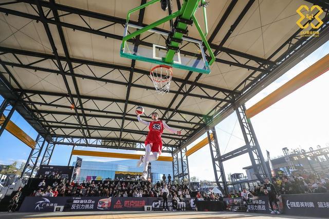 10月9日,3x3黄金联赛全国总决赛,海马时间-扣篮表演环节精彩纷呈,三位国际级扣将初贺、钟显超、Dunk Elite-Miller登台献艺。