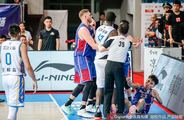 2018-2019赛季CBA联赛第16轮:福建114-109天津, 尼克尔森发生冲突遭驱逐。