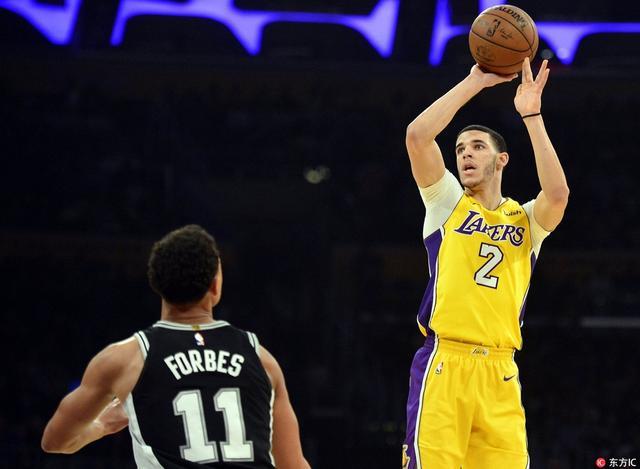 北京时间1月12日,NBA常规赛继续进行,圣安东尼奥马刺客场挑战洛杉矶湖人队。最终,湖人在主场以93-81击败了马刺。