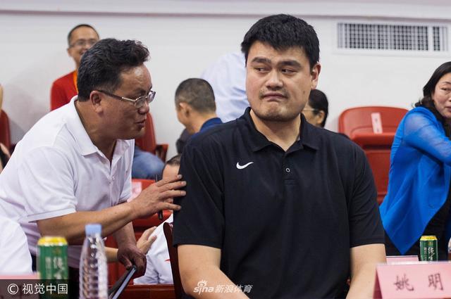 2017年5月18日,广东省广州市,2017广东省篮球联赛开幕式,姚明出席引现场观众追捧。