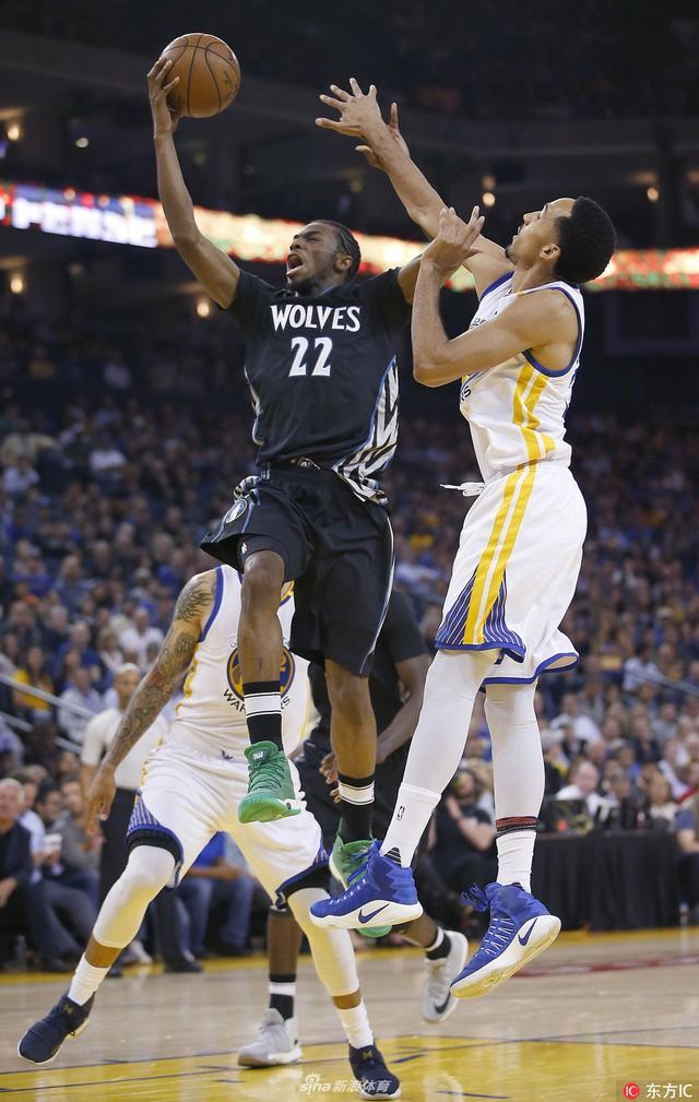 当地时间2017年10月11日,明尼阿波利斯,NBA明尼苏达森林狼官方宣布,球队与维金斯续约。据悉,维金斯在未来5年将得到1.48亿美元的薪水。