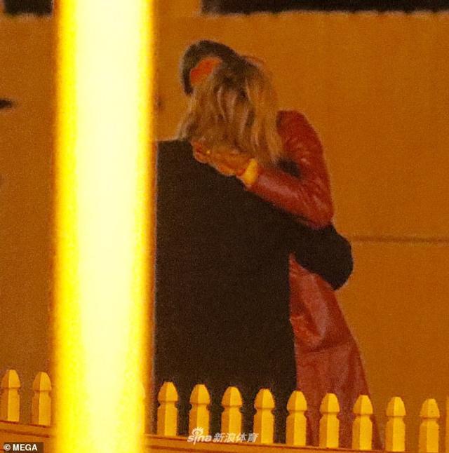 """据外国媒体报道, 当地时间2018年12月5日,""""超杀女""""科洛·莫瑞兹与花花公子模特Kate Harrison恋情疑曝光,两人被拍到在洛杉矶亲密夜出,街头热吻。据悉,科洛·莫瑞兹曾与贝克汉姆长子布鲁克林相恋四年,两人分分合合,于18年3月正式分手。"""