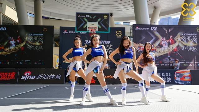 北京时间5月13日,3X3黄金联赛重庆站全部结束,重庆站啦啦队送上了精彩的表演。摄影:赵健