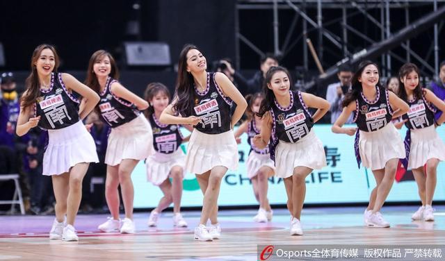 2019年1月12日,2019年CBA全明星赛:南北星锐联队vs大学南北联队 篮球宝贝激情热舞。