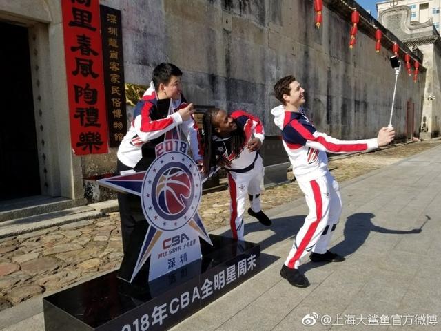 1月13日,吉默·弗雷戴特、福特森和顾全在CBA公司的安排下游览了深圳著名景点。深圳的好天气让弗雷戴特游览的心情也不错,他觉得这是一次了解中国文化的很好的经历。