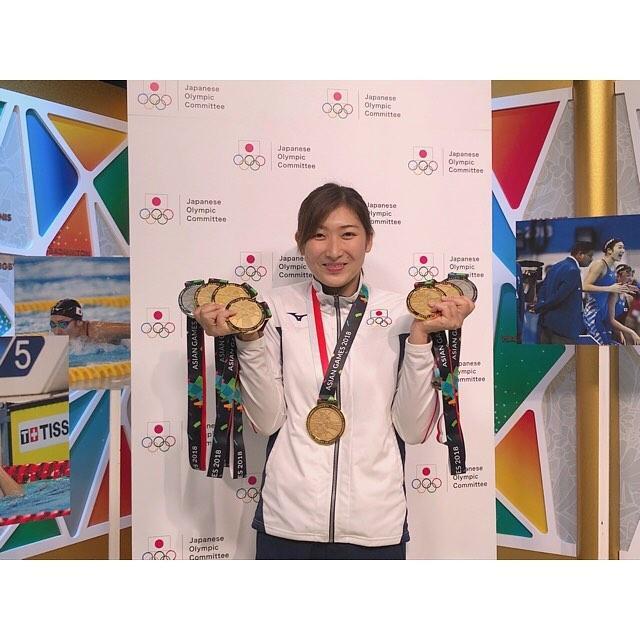 2月12日,日本游泳运动员池江璃花子被确诊患上了白血病,将暂时停止参加游泳比赛,集中精力养病。池江璃花子2000年出生,在去年的亚运会上获得6金2银,成为第一个在亚运会上获得六枚金牌的选手,当选亚运会MVP,她是历史上第一位获得这一殊荣的女选手。