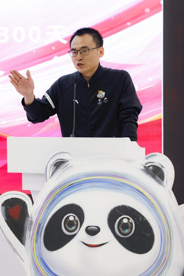 冬奥倒计时300天纪念封在北京冬奥旗舰店首发签售
