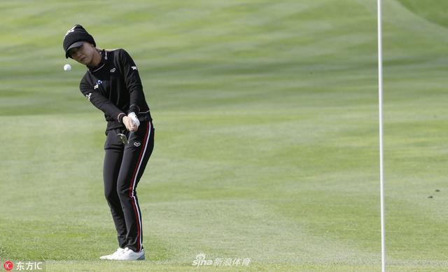 北京时间10月12日,LPGA-韩亚银行锦标赛次轮结束比赛,泰国名将阿瑞雅等4名球员并列领先。