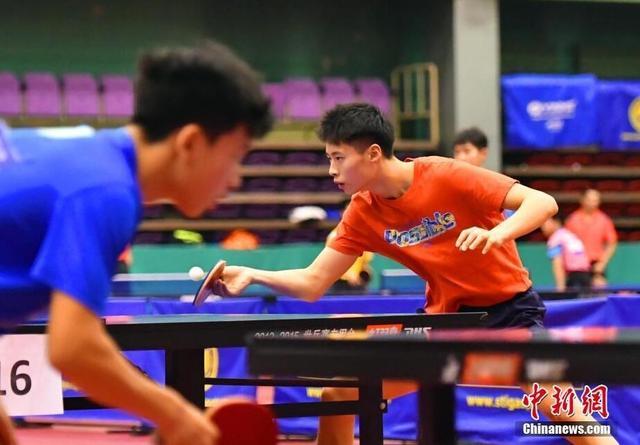 1月11日,由国家体育总局乒羽中心组织的国家乒乓球男二队、全国乒乓球优秀青少年集训(男子)在河北正定国家乒乓球训练基地紧张地训练中,备战今年青奥会等赛事。