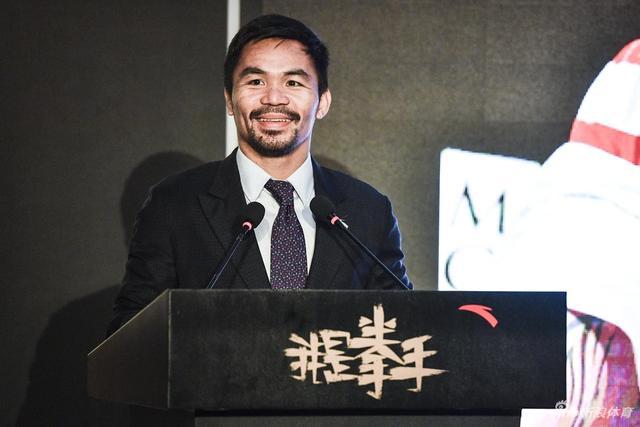 北京时间8月13日消息 帕奎奥在京做演讲,穿上西装的拳王意气风发。