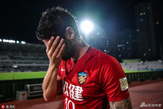 北京时间9月18日,亚冠1/4决赛次回合开战,天津权健在澳门0-3不敌鹿岛鹿角,两回合0-5遭淘汰。