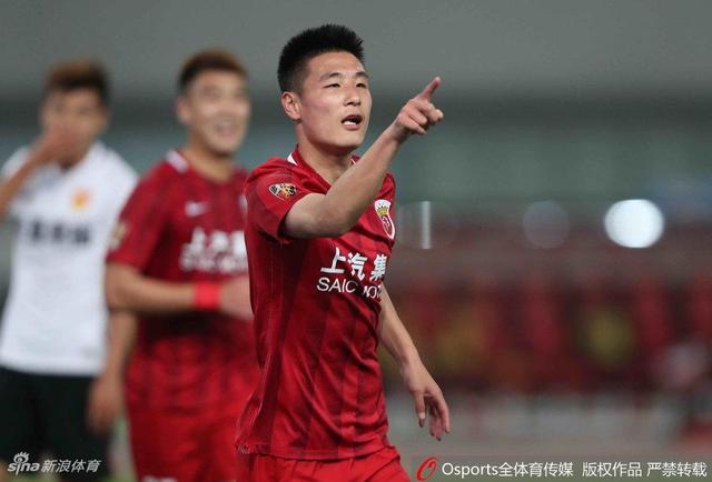 北京时间4月21日,中超第6轮率先开战,上海上港主场3-0击败河北华夏幸福。第19分钟吕文君单刀得分。第24分钟武磊再下一城。第65分钟奥斯卡点球命中。最终上港主场3比0战胜华夏,继续保持本赛季主场全胜态势。