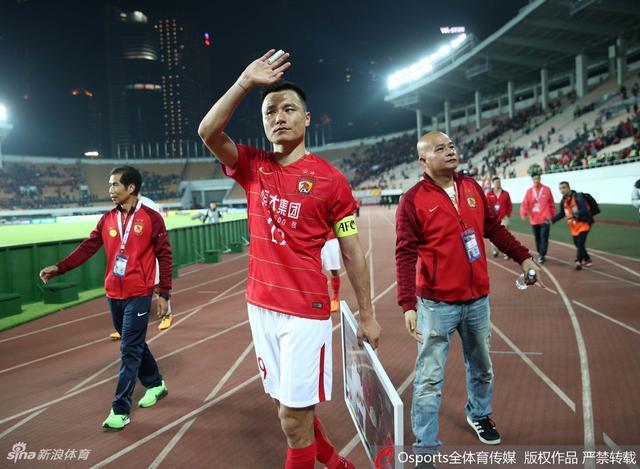 北京时间2月14日,恒大在亚冠小组赛首战中1-1战平武里南,赛后谢场难掩失落情绪。