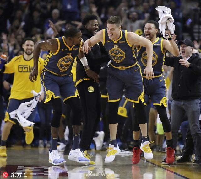北京时间1月12日,NBA常规赛,卫冕冠军勇士队主场兵不血刃,以146-109狂胜公牛,三巨头三节打卡,合砍80分。
