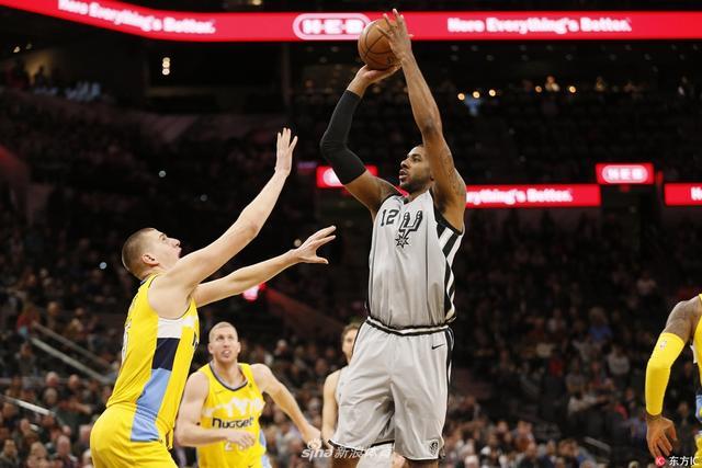 北京时间1月14日,NBA常规赛,马刺主场112-80轻取掘金,莱昂纳德复出,砍下19分,掘金队约基奇23分9篮板7助攻。