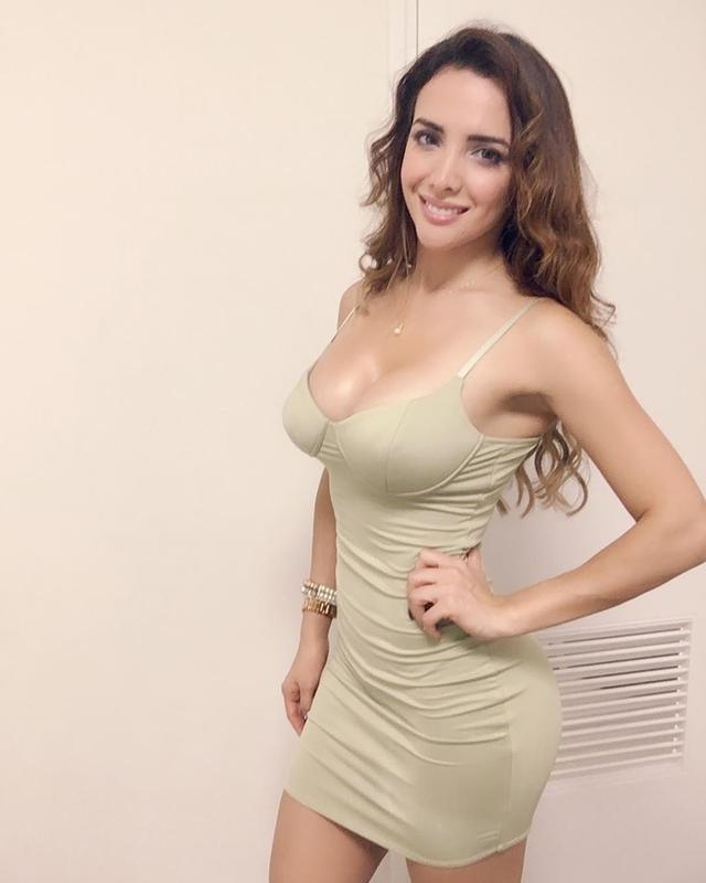 秘鲁美艳模特Rosangela Espinoza,送粉丝福利,庆祝祖国打入世界杯。