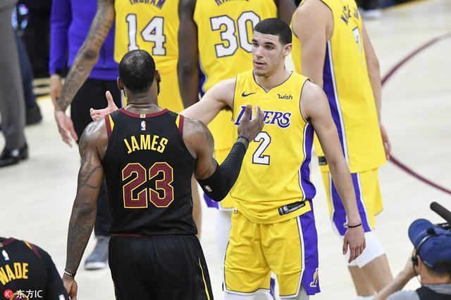 北京时间8月10日,美国权威体育邀请专家团预测NBA新赛季将迎来扭转的球队,湖人队排名榜首。