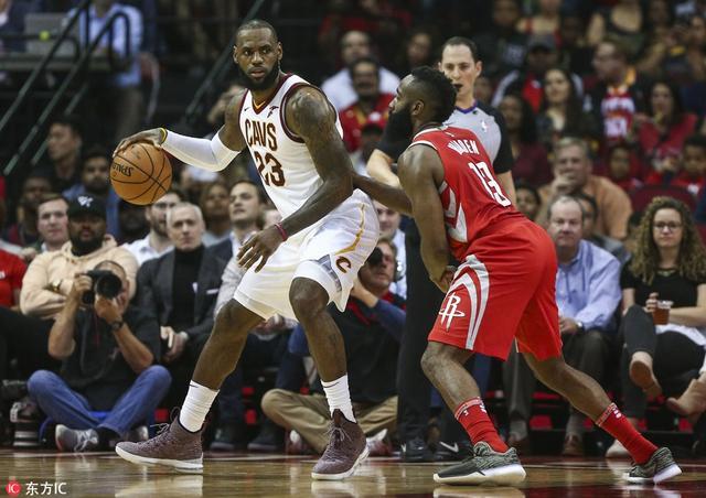 北京时间8月10日,美国权威体育邀请专家团预测NBA新赛季将迎来动荡的球队,湖人队排名榜首。