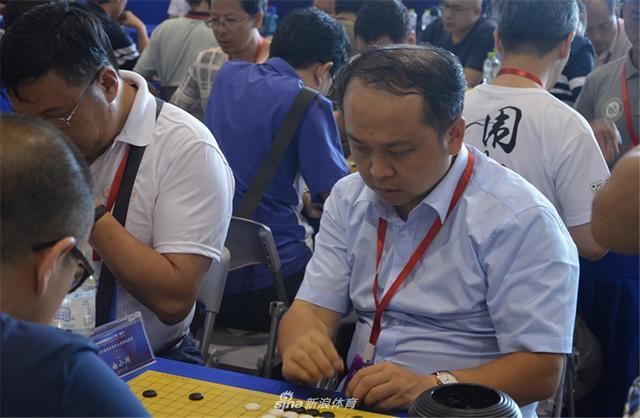 8月10日下午,2018全国高校教职工围棋邀请赛最后一轮在南宁会展中心继续进行。(摄影:何邦)