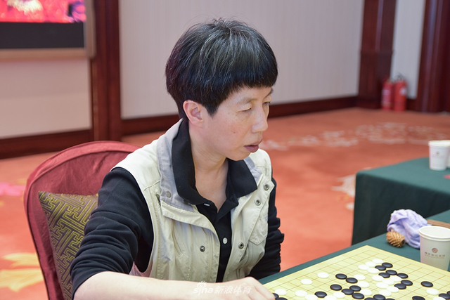 10月12日,第6届中信置业杯女子围棋甲级联赛五台山站第15轮的比赛在山西五台山栖贤阁迎宾馆战罢,图为赛后现场。(摄影:Elisa)