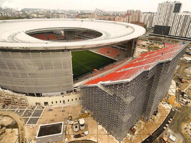 由于世界杯体育场要求容纳量至少达到35000人标准,明年世界杯比赛承办球场之一的叶卡捷琳堡竞技场采取了特殊的扩容方法……