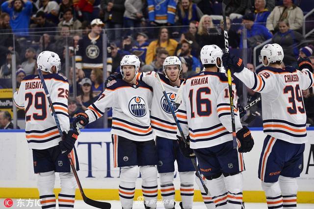 当地时间2018年12月5日,美国圣路易斯,18/19赛季NHL常规赛,埃德蒙顿油人3-2圣路易斯蓝调。