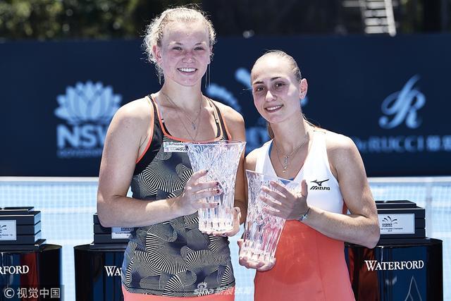 当地时间1月12日,WTA悉尼赛女双决赛,斯尼亚科娃/克鲁尼奇6-1 7-6惠积绘莉/罗索尔斯卡,夺得冠军。