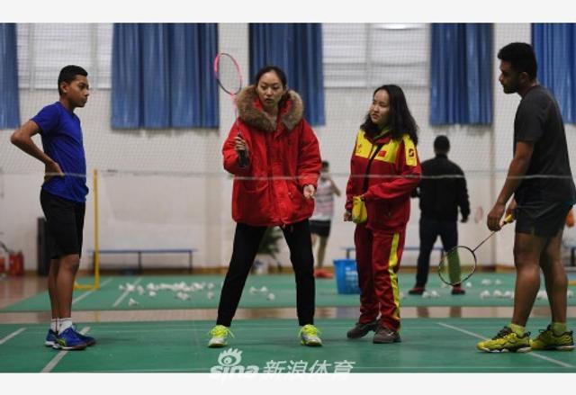 20人组成的汤加羽毛球集训队来到湖南益阳市羽毛球运动学校开始训练。