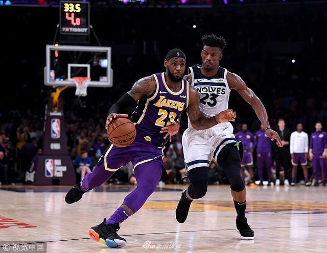北京时间11月8日,NBA常规赛湖人主场114-110击败森林狼。勒布朗-詹姆斯24分10篮板9助攻,德里克-罗斯31分,吉米-巴特勒24分。