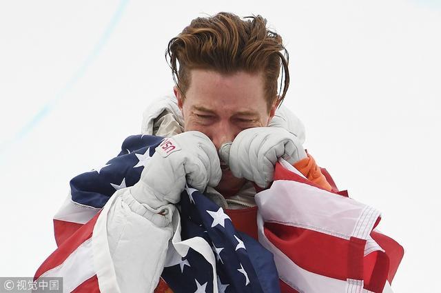 2018年2月14日,韩国,2018平昌冬奥会单板滑雪男子U池决赛,肖恩·怀特夺冠续写传奇。夺冠后的他难掩激动情绪,跪地痛哭。