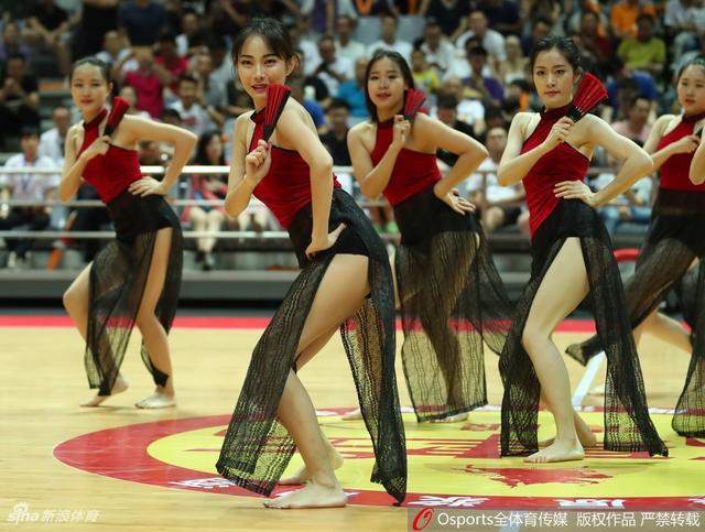 助力中国男篮红队热身赛,蕞红啦啦队红色背心+纱裙太诱惑!宝贝助威写真出炉!