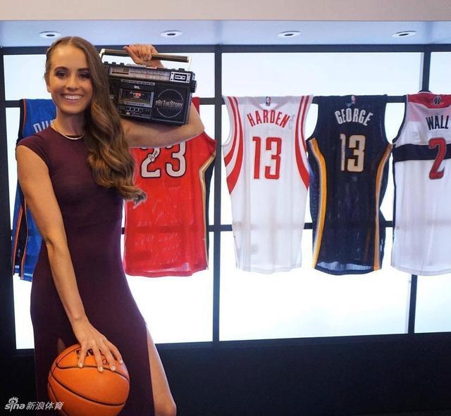瑞秋是美国NBA知名女主播,因为出众的颜值获得了不少球迷关注。曾经打过女篮校队的她,球技同样让人惊艳!