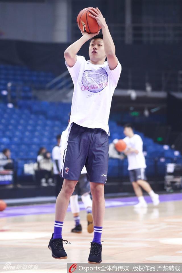 北京时间1月12日,18-19赛季CBA全明星星锐赛赛前训练。