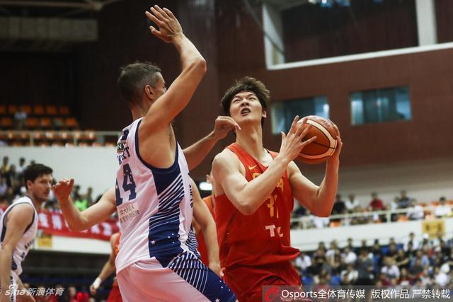 北京时间6月12日,中澳男篮对抗赛第三场,男篮红队82-62澳洲NBL联队。