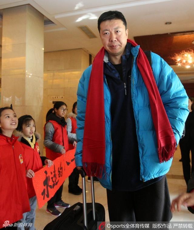 北京时间2月13日,八一富邦离开北仑体育训练基地 热情球迷夹道欢送。