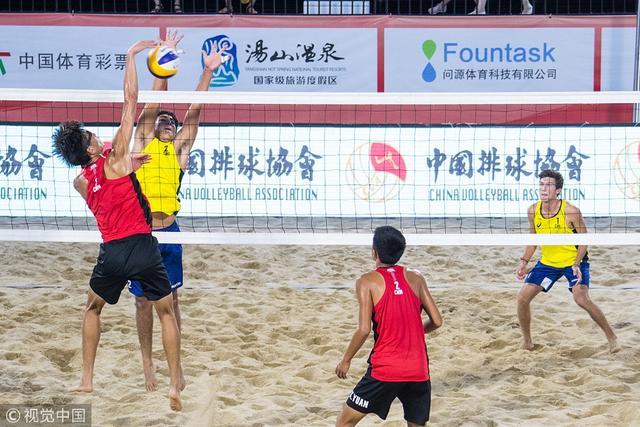 2018年7月11日,江苏南京,2018国际排联沙滩排球U19世界锦标赛次日赛况。整届比赛于7月10日开始至15日结束,共有来自五大洲34个国家和地区的近100多名19岁以下年轻运动员参赛。