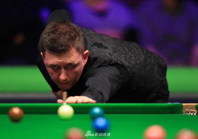 12月7日凌晨,斯诺克英国锦标赛第四轮,凯伦-威尔逊6-2霍金斯,晋级8强。