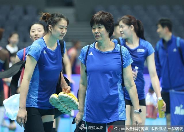 5月15日,2018年世界女排联赛宁波站前瞻:中国女排赛前训练。